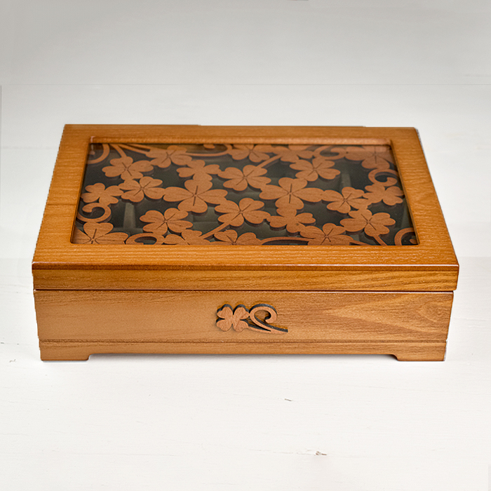 Embroidered Panel Display Box - Daisy
